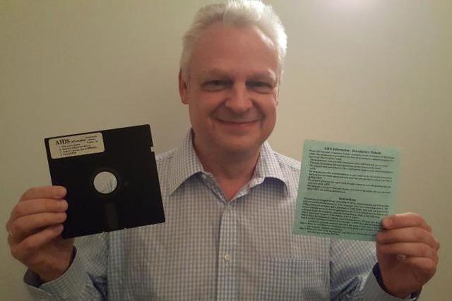 eddy willems và chiếc đĩa mềm chứa mã độc tống tiền đầu tiên trên thế giới.