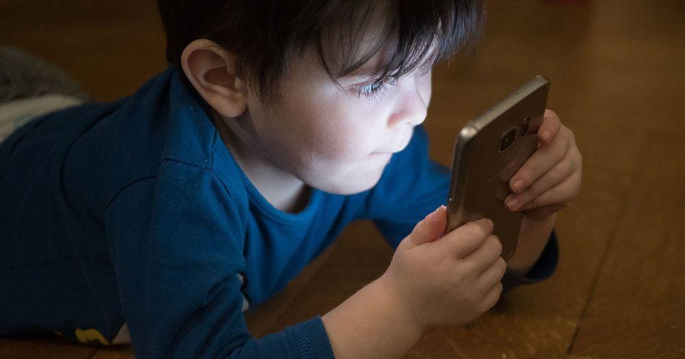 trẻ từ 2 tuổi đã có thể nghiện màn hình